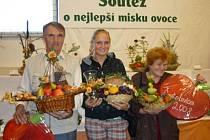 Vítězové loňské soutěže v aranžování ovoce, zeleniny a květin:  1. Zdenka Kárníkova,  Lokot, 2. Marie Žabokrtská, Rychnov n.K.  a  3. Jiří Kyral, Záhornice.