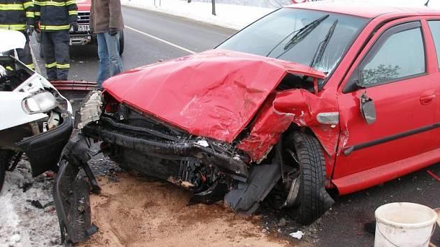 Dopravní nehoda tří vozidel z 12. 1. 2009 u obce Lipovka (Rychnovsko).