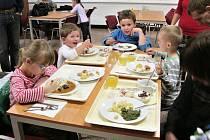 Děti si užily zábavné odpoledne v jídelně .