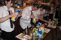 Kavárna Láry Fáry oslavila druhé výročí dražbou drinků.