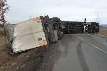 Havárie kamionu u obce Lokot.