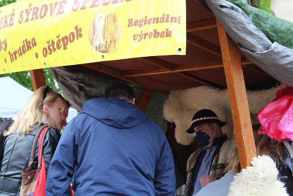 Z Farmářských trhů u doudlebského zámku.