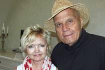 Eva Hrušková a Jan Přeučil hrají rádi především pro děti.  Jejich scénáře píše i spisovatel Jiří Žáček.