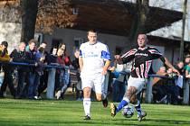 PODZIMNÍ DUEL v Lípě nad Orlicí skončil smírně 1:1 a hostující fotbalisté Zdelova (bílé dresy) si odvezli bod. Jak dopadne jarní odveta, která je na programu  v sobotu 14. června?