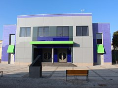 Nově zrekonstruované kulturní centrum v Týništi.