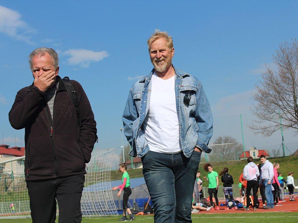Remigius Machura (vpravo) na rychnovském stadionu.