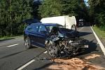 V Pekle se střetlo osobní auto s dodávkou.