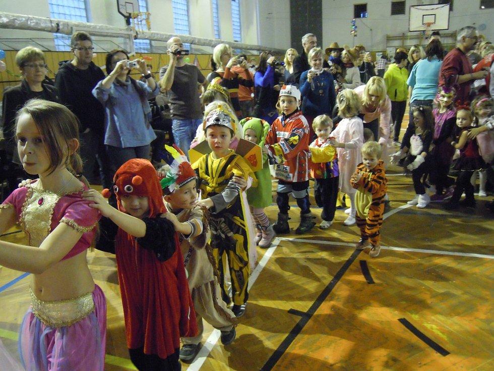 ODPOLEDNE bylo nabité řadou soutěží, her a především tancem. Dětem se domů příliš nechtělo.
