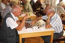 NEJLEPŠÍM REPREZENTANTEM Rychnovska  byl na seniorském šampionátu Jaroslav Zikmund, lékař z Potštejna (vlevo), který  vybojoval páté místo kategorii veteránů nad 70 let.