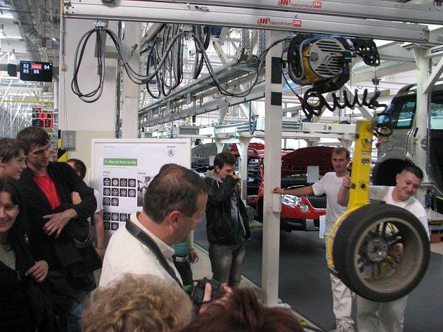 Den otevřených dveří v automobilce Škoda v Kvasinách