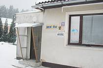 POLOM PATŘÍ MEZI OBCE s nejmenším počtem obyvatel v rychnovském okrese. Zdejší populace se ale při prezidentské volbě dokázala rozdělit na dva stejně velké tábory.