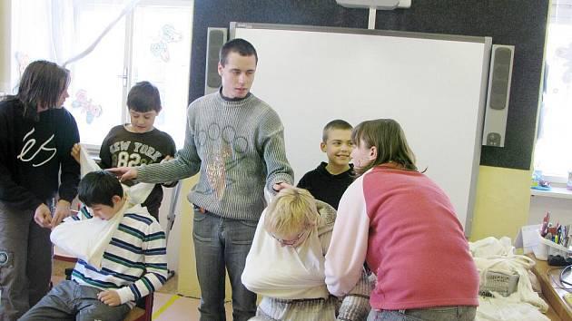 """""""Bezpečně ve škole i mimo školu"""" a """"U nás ve střední Evropě"""" je název projektového dne"""