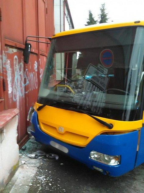 Havárie autobusu vRychnově nad Kněžnou.