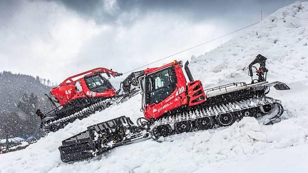 Příprava skonánku v Deštném v Orlických horách, kde se uskuteční finále světového poháru v lyžařském Big airu.