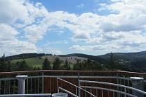 Rozhled z olešnické dominanty na Feistově kopci.