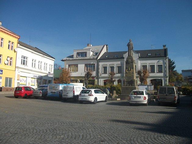 Husovo náměstí ve Vamberku.