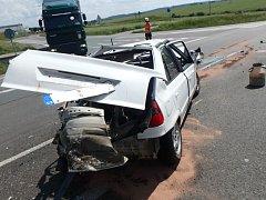 Dopravní nehoda dvou osobních automobilů a kamionu u Lipovky.