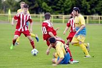 Druhé místo. Nejlépe si v uplynulém ročníku I. B třídy z okresních týmů vedli fotbalisté Solnice (pruhované dresy).