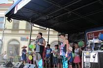 Děti si zatancovaly podle známé hudby také na pódiu. Dospělí oslavili léto dobrým mokem a zpěvem s muzikanty.