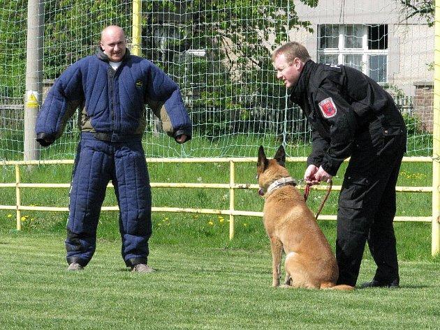 Městská policie Rychnov nad Kněžnou prezentovala v Solnici dětem svou práci.