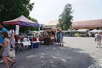 Doudlebský zámek ožil díky trhům i plenéru