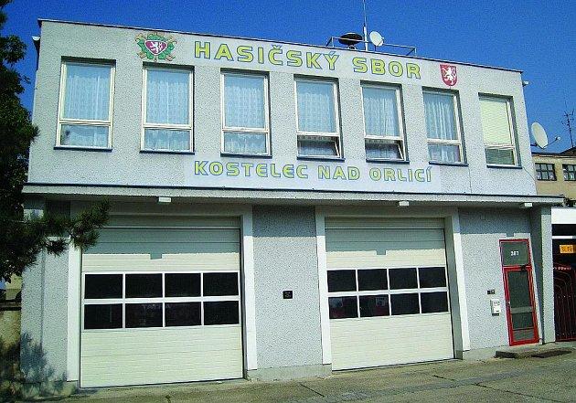 Kostelecká zbojnice v ulici na Příkopech slouží dobrovolným hasičům od roku 1967.