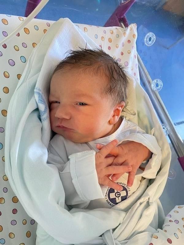 ALEX STIBBE se narodil 16. června v 8.19 hodin. Po narození měřil 53 cm a vážil 3660 g. Svým příchodem na svět velice potěšil své rodiče Zuzana a Pavla Stibbe z Trutnova. Doma se těší sedmiletý bráška Davídek.