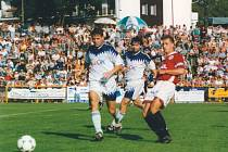 PŘED SEDMNÁCTI ROKY rychnovští fotbalisté prohráli s pražskou Spartou 0:6. Jak dopadne nedělní pohárové retro utkání?