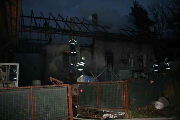 Koryta u Kostelce nad Orlicí - požár rodinného domu.