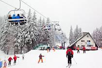 Provozovatelé lyžařských středisek se konečně dočkali sněhové nadílky