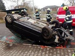Havárie osobního automobilu v Kostelci nad Orlicí.