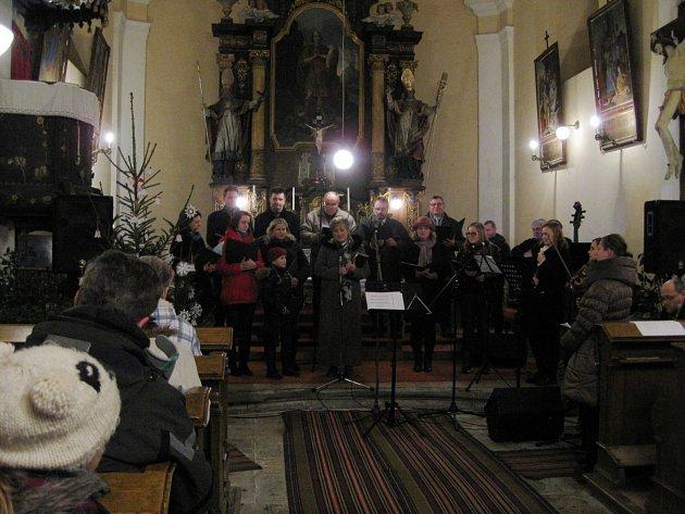 Koledy zazněly na Štědrý den v javornickém kostele.