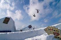 Parádní adrenalinové kousky budou k vidění v deštenském Gravity parku, kam se sjede česká a evropská špička ve freeskingu. Diváci se mají opravdu na co těšit