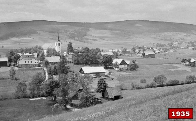 POHLED NA HORSKOU osadu Kunštát uOrlického Záhoří a kostel svatého Jana Křtitele zpolské strany. Fotografie pochází zroku 1935.