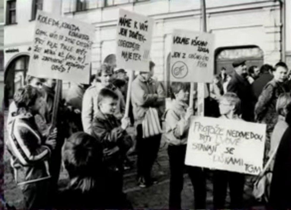 Listopad 1989 v Rychnově nad Kněžnou.