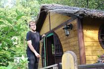 Svatoslavu Hofmanovi učarovaly Tolkienovy příběhy. Vystavěním Hobitína v Šedivinách si splnil svůj dětský sen.