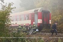 Píšťalka dopískala, vlak se střetl s traktorem