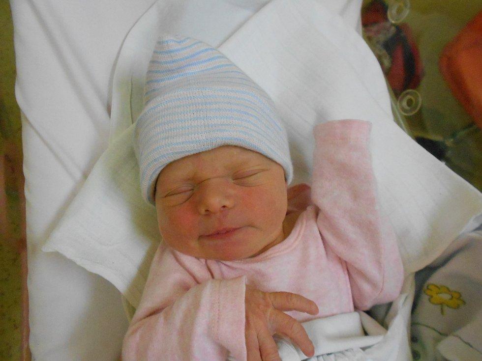 Emílie Šedová se narodila a poprvé vykoukla na svět 23. 11. 2020 ve 12.28 hodin. Měřila 51 cm a vážila 3100 g. Hrdí rodiče Lucie a Vlastimil Šedovi pochází zTutlek. Tatínek to u porodu podle maminky zvládl naprosto skvěle.