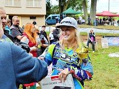 Nejrychlejší Markéta Ehlová z Dobrušky (v cíli) v letošní sezoně suverénně kralovala kategorii Hobby.