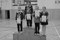 STUPNĚ VÍTĚZŮ patřily doberským hráčkám. Titul krajské přebornice vybojovala Diana Grimmerová, druhá skončila Lucie Bačinová a bronzovou medaili získala Kateřina Ducháčková.