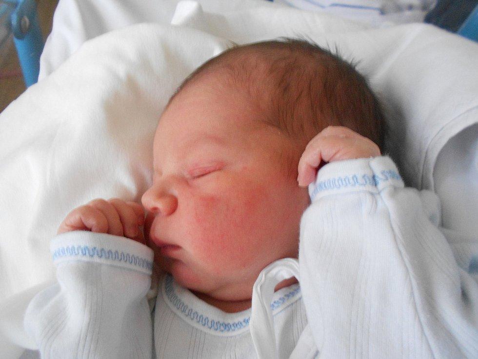 Jakub Žid poprvé spatřil světlo světa 15.1. 2021 v 15:25 hodin. Vážil 3 300 g a měřil 50 cm. Rodiče Michaela Matějusová a Lukáš Žid pochází z Lhoty u Potštejna. Tatínek to u porodu zvládl perfektně.