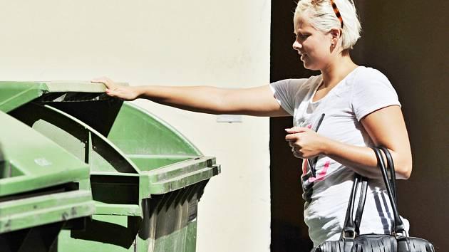 JEDNOU ZE ZÁKLADNÍCH POVINNOSTÍ OBČANA je placení poplatků za odpad.
