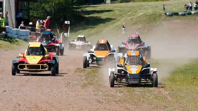 O VÍKENDU v Dobřanech v Orlických horách pokračuje dalšími závody mistrovství České republiky a Pohár sponzorů v autokrosu.