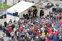 Prezident Miloš Zeman na Palackého náměstí beseduje s občany Kostelce nad Orlicí.