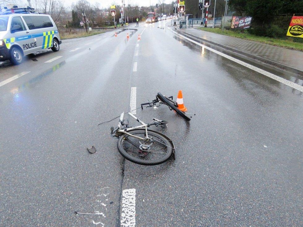 Střet cyklisty s osobním automobilem mezi Častolovicemi a Kostelcem nad Orlicí.