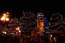 Rozsvěcení vánočního stromu v Dobrušce.