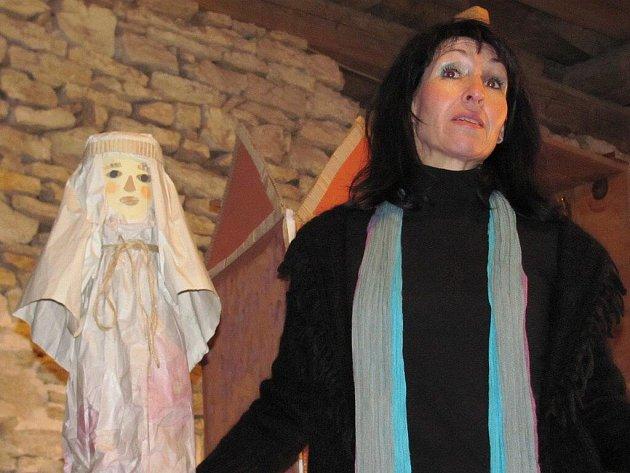 Klasický betlémský příběh se netradičním způsobem v neobvyklém prostředí rozhodlo zahrát Divadélko Na Štaflích.