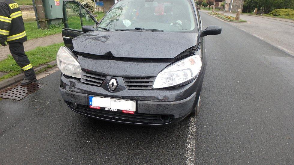 Dopravní nehoda dvou osobních automobilů v Králově Lhotě.