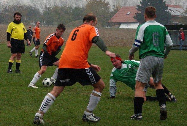 Z utkání fotbalové III. třídy FC Domašín - Labuť Rychnov nad Kněžnou (1:3).