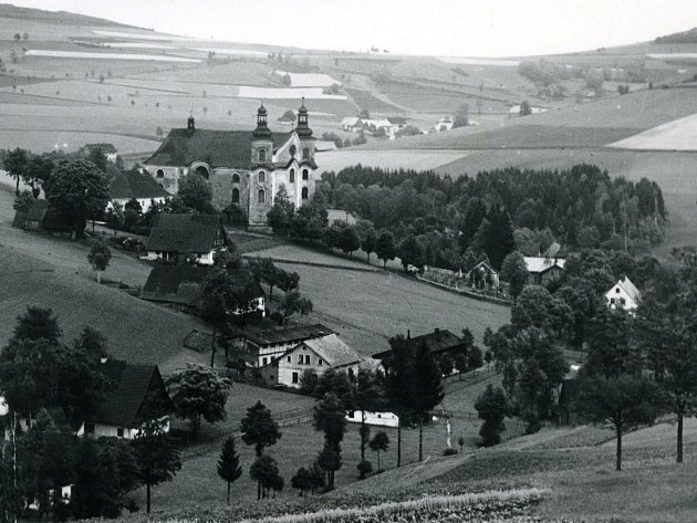 Kostel Nanebevzetí Panny Marie je barokní kostel zprvní třetiny 18.století, stojící nad vsí Neratov vOrlických horách. Kostel je od roku 1992chráněn jako kulturní památka České republiky.